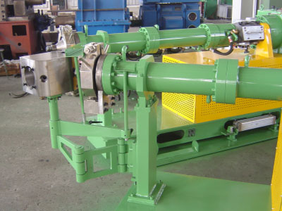 Cold feed compounding extruder